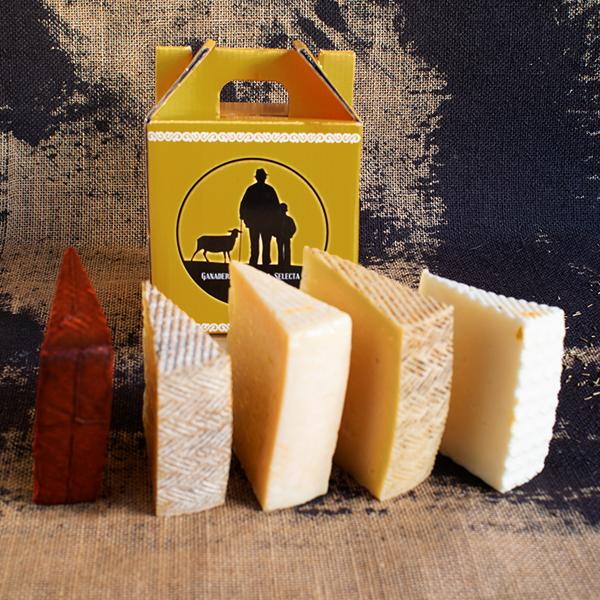 cajita selección degustación con cinco cuñas de queso