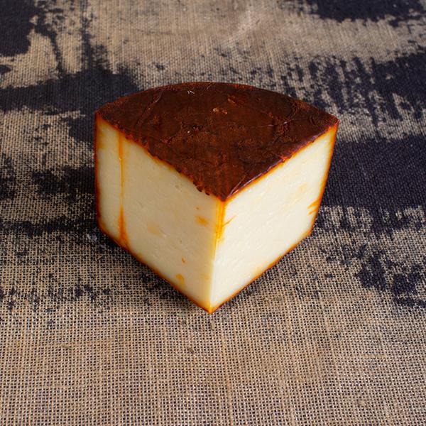 cuña de queso de oveja al pimenton semicurado